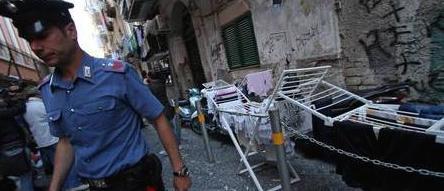 Falsi invalidi arrestati a Napoli: filmati mentre facevano spese al discount