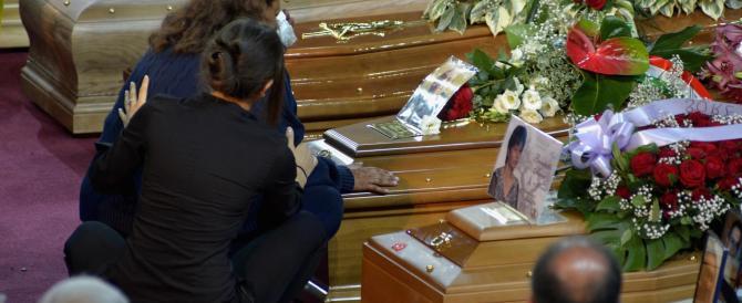"""""""Anche il cielo piange"""". Strazio ai funerali delle vittime del disastro in Puglia"""