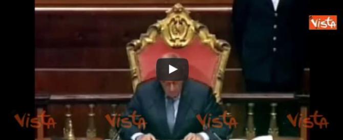 Senato, rissa tra Pd e M5S sulle intercettazioni, negate, di Berlusconi (video)