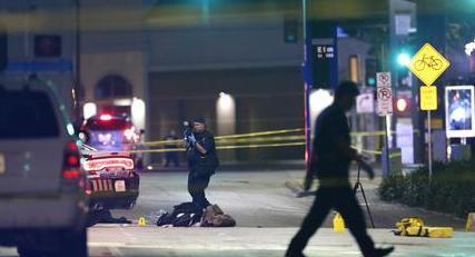 Usa, dilaga la violenza: la polizia uccide un altro afroamericano