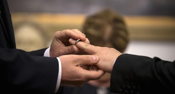 """""""Dopo le unioni gay, la poligamia"""": la strana alleanza tra islamici e lobby LGBT"""