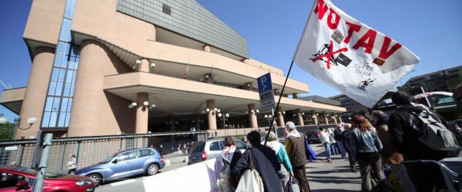Chieste 10 condanne per i No Tav che danneggiarono il Tribunale di Torino