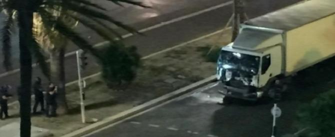 Nizza, 84 morti, 90 feriti adulti e 30 bambini: e molti corpi sono ancora in strada (VIDEO)