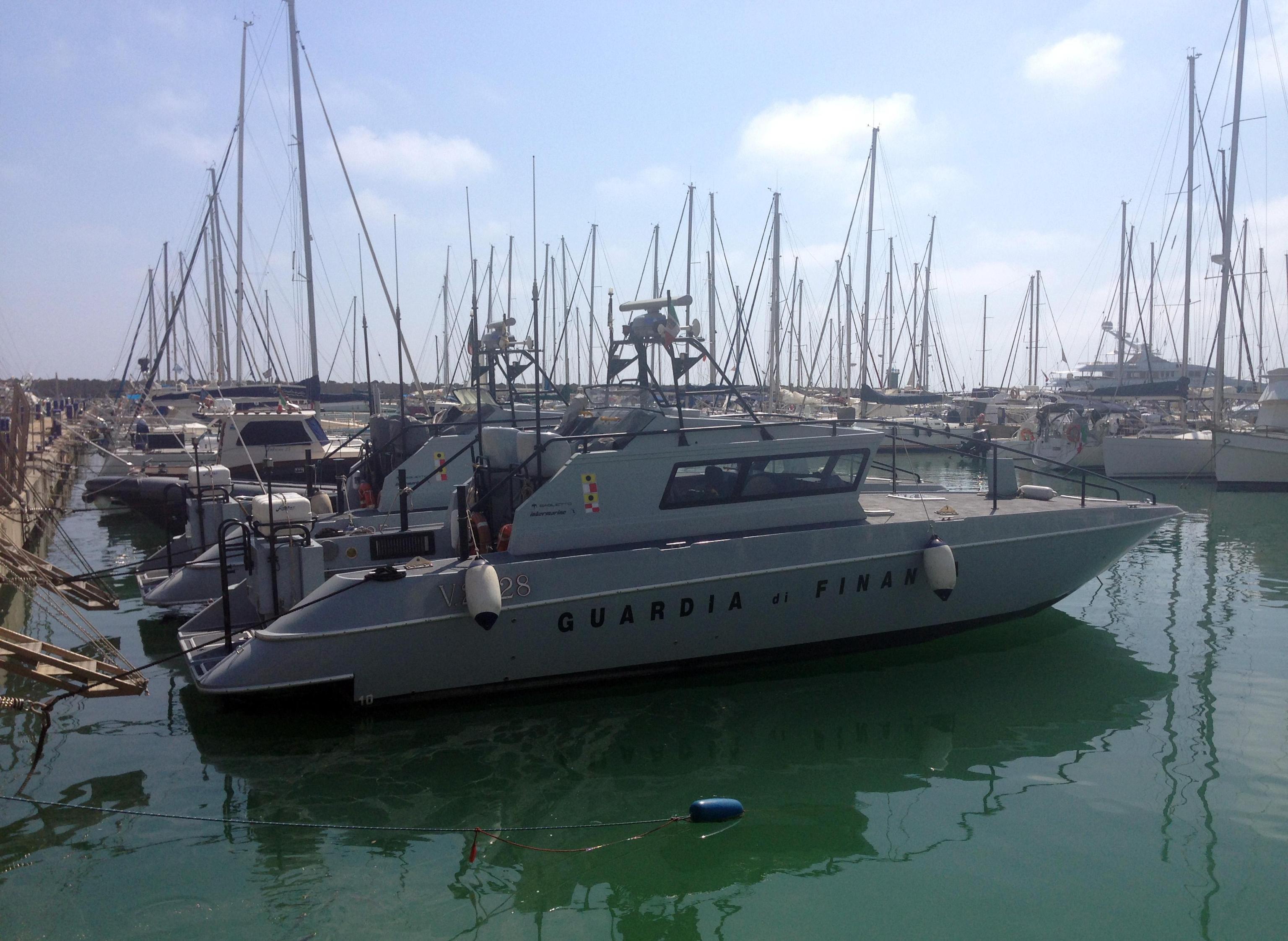 Mobili Italiani Triassi : Clan e affari sequestrato il porto di ostia e immobili per 450