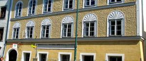 Il governo di Vienna annuncia: «La casa natale di Hitler sarà demolita»