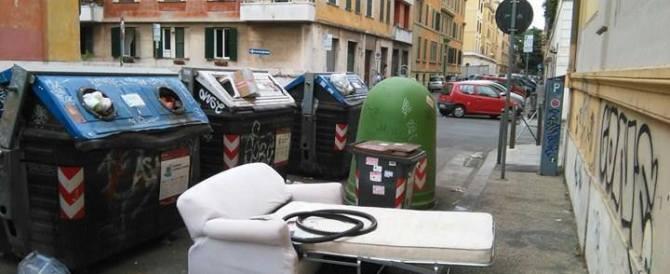 Roma sotto i rifiuti: M5S fa una sceneggiata e ricicla il solito Cerroni