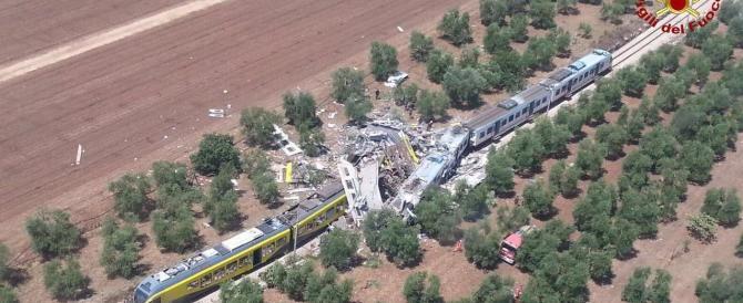 Puglia, scontro tra due treni: vagoni sbriciolati, almeno 27 morti e 50 feriti