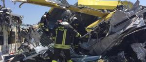 Disastro ferroviario in Puglia, Italia sgomenta: «Chiarezza sulle cause»