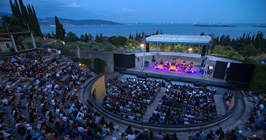 """Da Joan Baez al """"Viaggio"""" di Céline: il Festival del Vittoriale già """"sold out"""""""