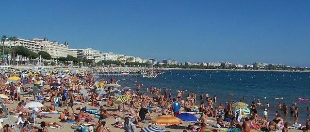 Psicosi da Isis, a Cannes vietato portare borse grandi in spiaggia