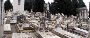 Polemica a La Spezia: la giunta Pd organizza un concerto al cimitero