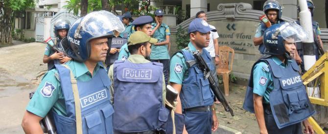 """Strage di Dacca, blitz della polizia in un """"covo"""" islamico: nove morti"""