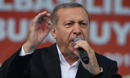 """Turchia, torna lo spettro della pena di morte. Ma Erdogan """"perdona"""" i nemici"""