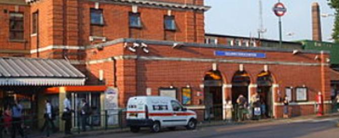 Londra, fumo alla stazione della metro: falso allarme terrorismo
