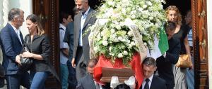 Strage di Dacca: Torino si ferma per i funerali di Claudia D'Antona