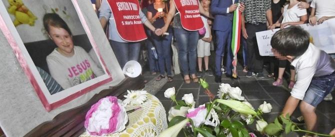 L'ultimo commosso addio a Maria, la bimba uccisa nel Beneventano