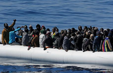 Diecimila euro a immigrato per i paesi di accoglienza. È l'ultima proposta Ue