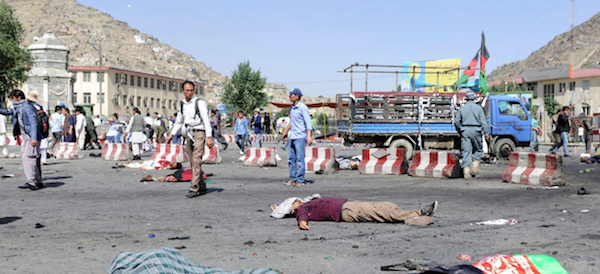 Kabul, si fa esplodere mascherandosi con un burka: strage firmata Isis