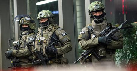 Monaco, sono almeno 10 le vittime della strage. Lutto nazionale in Baviera