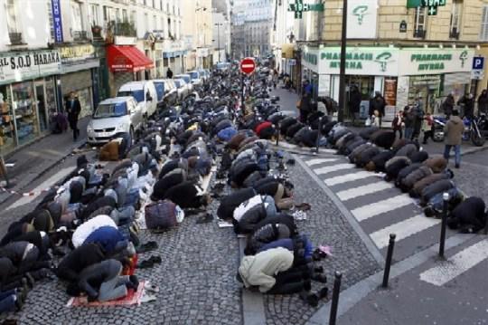 Meloni: «La Francia darà lo stop alle moschee come chiede FdI in Italia»