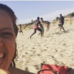 Noemi è al mare, in spiaggia. E ha immortalato una partita di calcetto.(Foto Instagram)