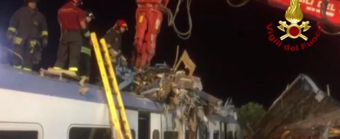 Scontro tra treni, è iniziato a Bari lo straziante riconoscimento delle salme