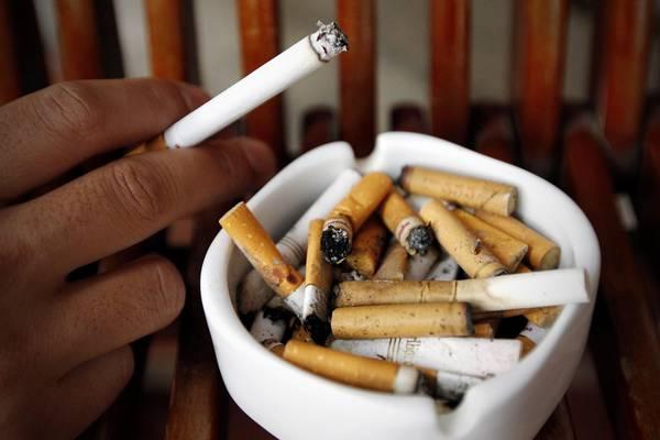 Ricerca inglese sui vizi più diffusi: chi non fuma più, smette anche di bere