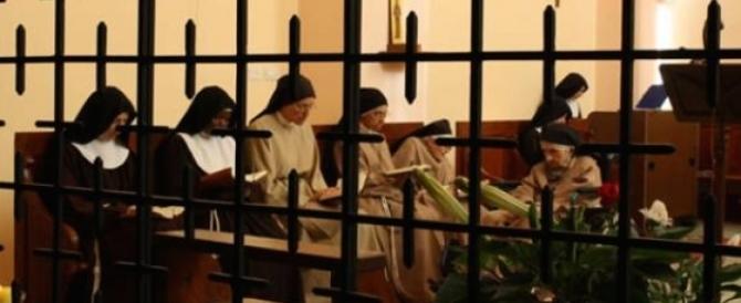 """Il """"rimbrotto"""" del Papa alle suore di clausura: """"Non perdetevi su Fb…"""""""