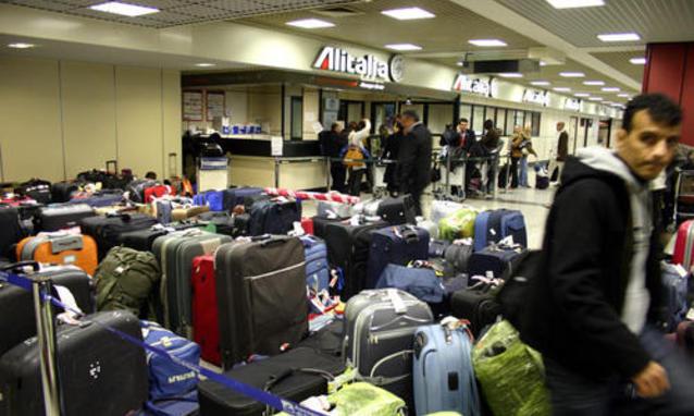 Odissea Meridiana: cancellati 26 voli. E domani sciopera anche Alitalia