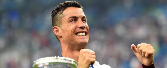 Cristiano Ronaldo lancia l'iniziativa: un selfie con lui per aiutare i bambini