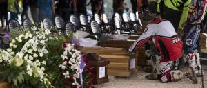 Funerali ad Amatrice tra dolore, rabbia e ricordi: ecco le prime immagini
