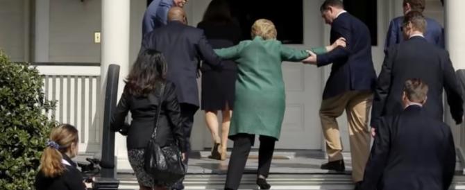 Giallo sulla salute di Hillary Clinton: ha le convulsioni in pubblico (VIDEO)
