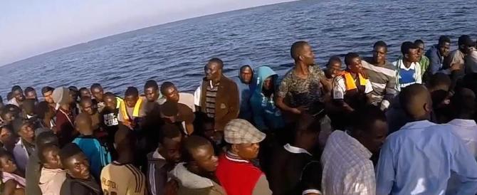 """""""Aiutiamoli a casa loro"""": sui migranti anche Renzi si è arreso alla realtà"""