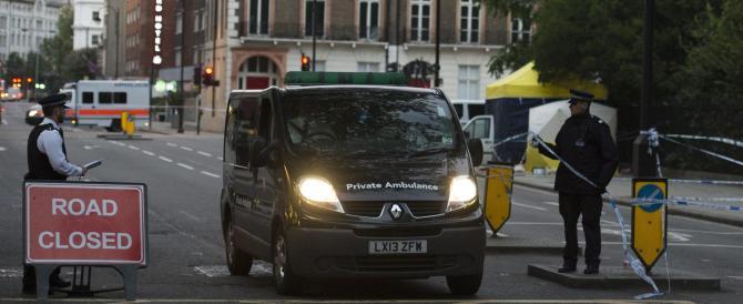 """Accoltella 7 persone a Londra: anche stavolta il killer definito """"squilibrato"""""""