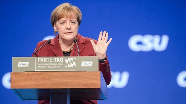 """Merkel ammette la sconfitta: """"E' colpa mia"""". E cambia linea sui migranti"""