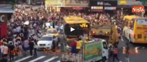 Pokemon Go, siamo alla follia. In migliaia per le strade di Taipei (video)