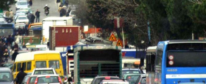 Maxirissa a Pozzuoli: arrestato un sorvegliato speciale, botte agli agenti