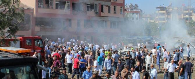 Turchia,  una bomba esplode durante il matrimonio (video)