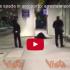 Los Angeles: arrestato in aeroporto un uomo travestito da Zorro (video)