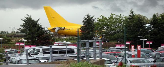 Scalo di Bergamo, un aereo cargo francese finisce fuori pista. Nessun ferito