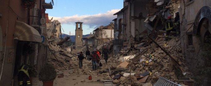Amatrice demolita dal terremoto: si lamenta la lentezza dei soccorsi