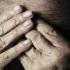 Anziani maltrattati, l'imputata chiede scusa e invia 87 euro alle vittime