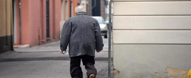 Anziano legato a una sedia, picchiato e derubato: arrestati i due rapinatori