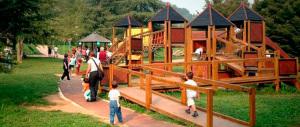 Parco vietato ai non residenti, il sindaco: gli stranieri bivaccavano