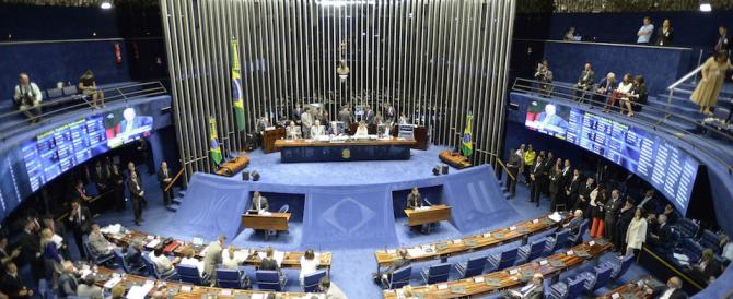 Brasile, il Senato vota l'impeachment contro la presidente Dilma Rousseff