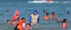 Tutto come previsto: l'Onu boccia il divieto di indossare burkini in spiaggia