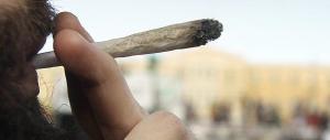 Giovani italiani: canne libere in aumento, si impennano i ricoveri per droga