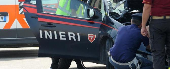 Aggredita per strada da uno straniero: un carabiniere fuori servizio la salva