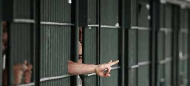 Allerta terrorismo nelle carceri: jihadista spacca il naso a un agente