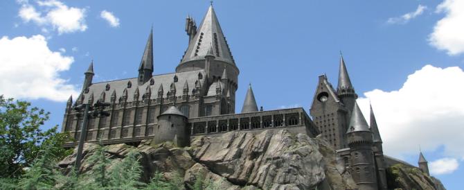 Troppi turisti al castello di Harry Potter. E i proprietari fuggono in Scozia